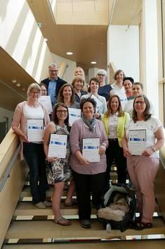 Die Teilnehmerinnen der Forbildung bei der Zertifikatsverleihung