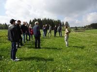 Die Meisterklasse der Landwirtschaftsschule Kaufbeuren im Elbseegebiet. Foto: Landschaftspflegeverband Ostallgäu