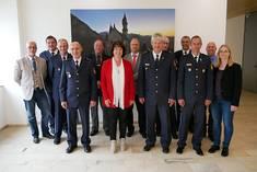 Teilnehmer*innen des Sicherheitsgesprächs 2019 im Landratsamt Ostallgäu mit Landrätin Maria Rita Zinnecker und Polizeipräsident Werner Strößner (vorne Mitte)