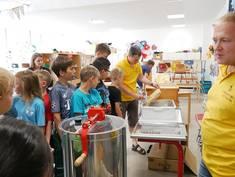 Unter anderem präsentierte sich beim Günztaler Vereinetag der Imkerverein Günztal mit einem Workshop.